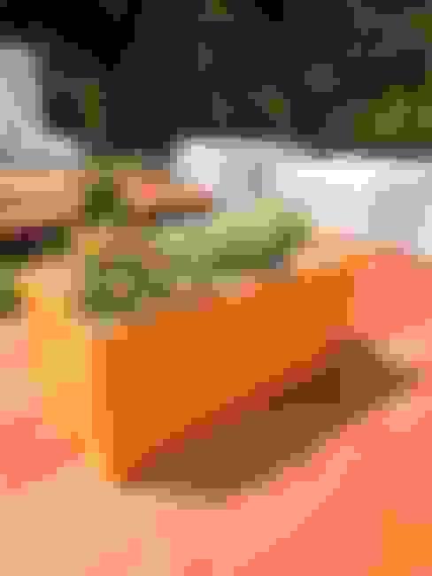 Casa Cumbres de Curumbo: Terrazas de estilo  por THE muebles