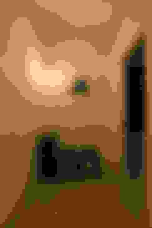 Camera da letto in stile  di ALTS DESIGN OFFICE