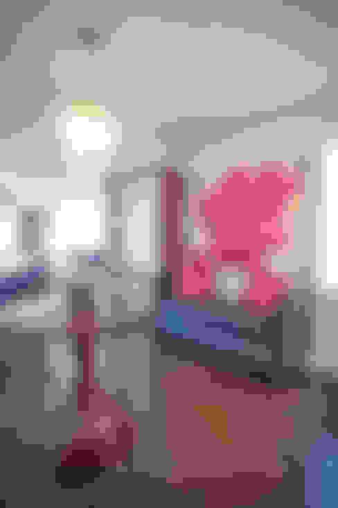 Corridor & hallway by Collage Designs