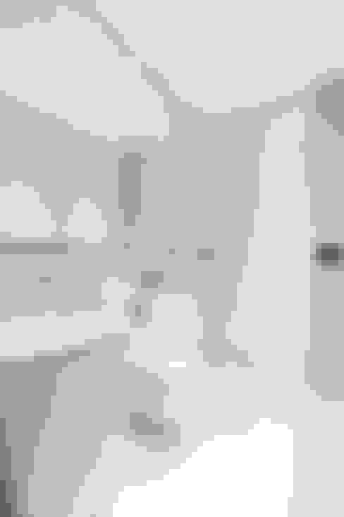 Baños de estilo  por Black and Milk | Interior Design | London