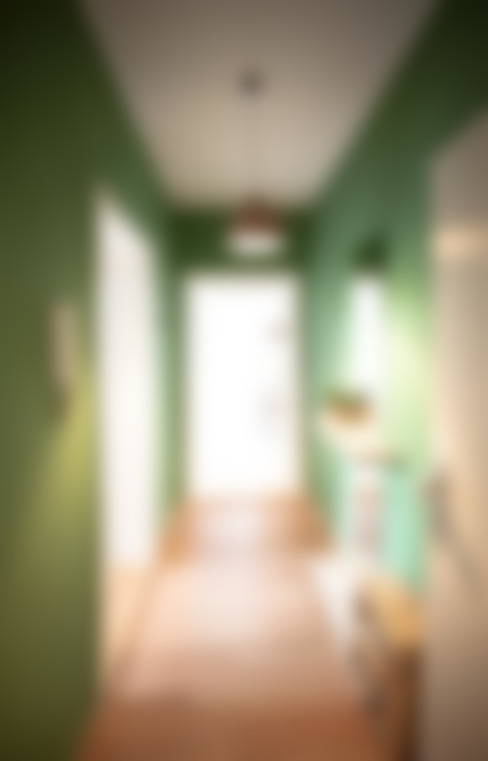 Couloir et hall d'entrée de style  par woodboom