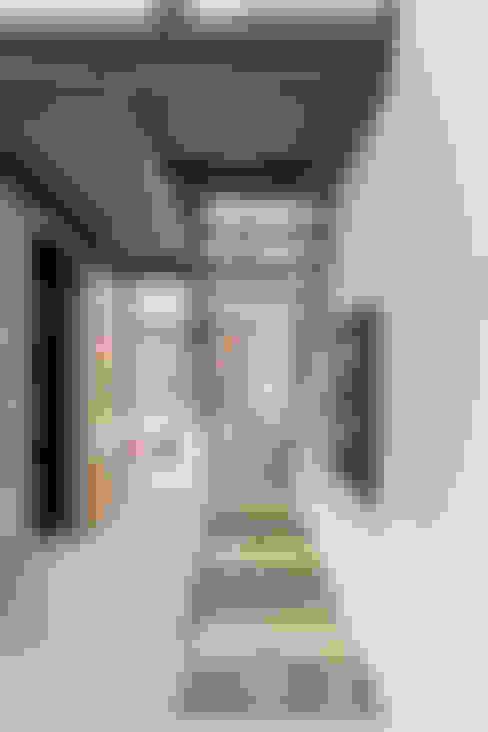 Corridor & hallway by Linebox Studio