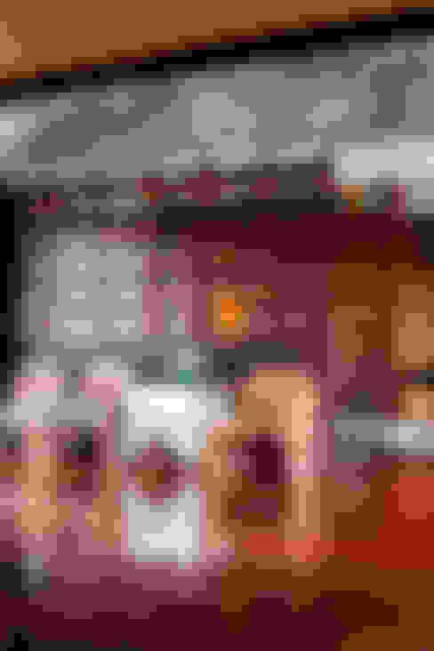 Living room by บริษัท สถาปนิกชุมชนและสิ่งแวดล้อม อาศรมศิลป์ จำกัด
