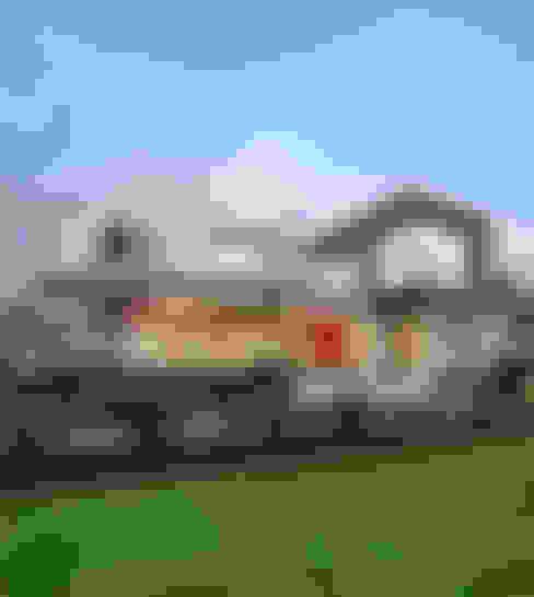 Ultra modern :  Houses by FRANCOIS MARAIS ARCHITECTS