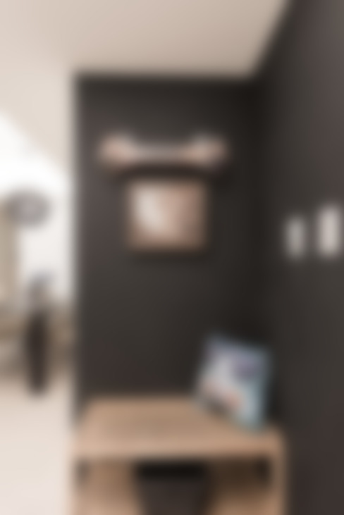 Couloir et hall d'entrée de style  par 你你空間設計