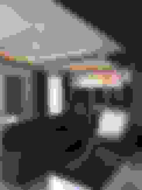 มุมพักผ่อน/ดูทีวี:  ห้องนั่งเล่น by สายรุ้งรีโนเวท