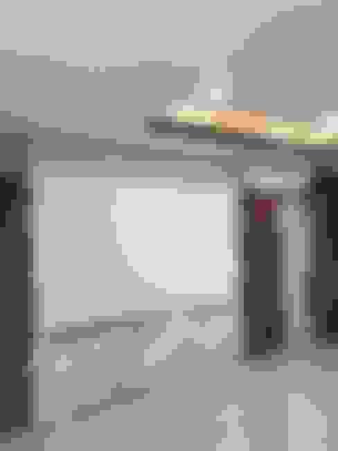 Paisajismo de interiores de estilo  de สายรุ้งรีโนเวท