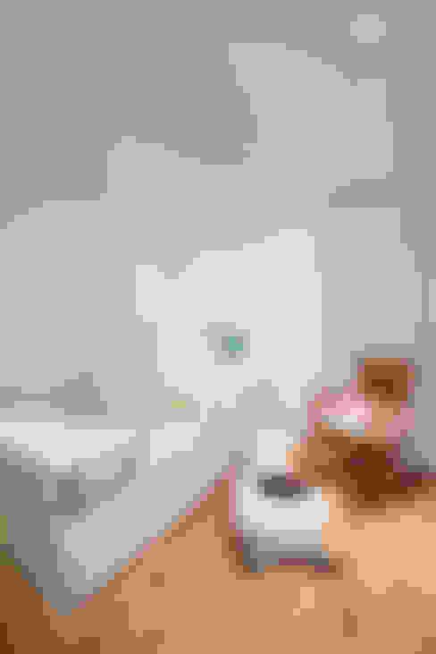 Apto Cr 19 - Cll 88: Habitaciones infantiles de estilo  por Bloque B Arquitectos