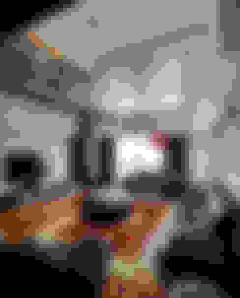 Light House- 舊屋翻新:  客廳 by 光島室內設計