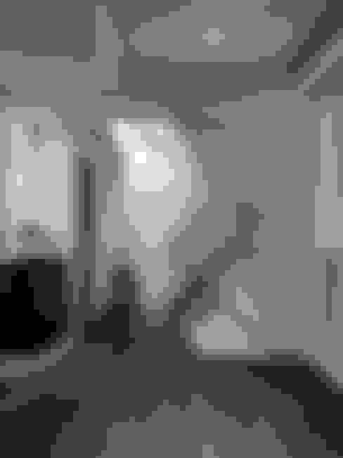 三代同堂度假別墅:  走廊 & 玄關 by 大荷室內裝修設計工程有限公司