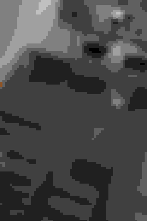 ДИЗАЙН ИНТЕРЬЕРА КВАРТИРЫ DV1H: Гостиная в . Автор – IGOR SIROTOV ARCHITECTS