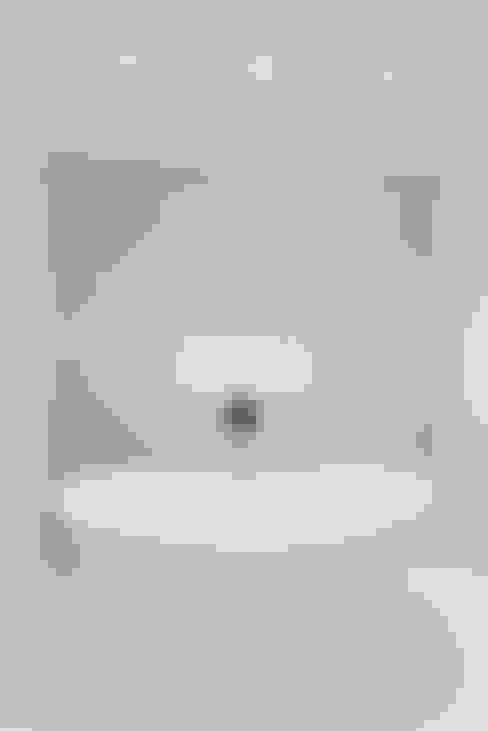 Ванные комнаты в . Автор – HOMEREDI
