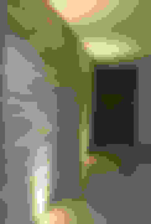 Pasillos y hall de entrada de estilo  por Pereira Cunha Arquitetos