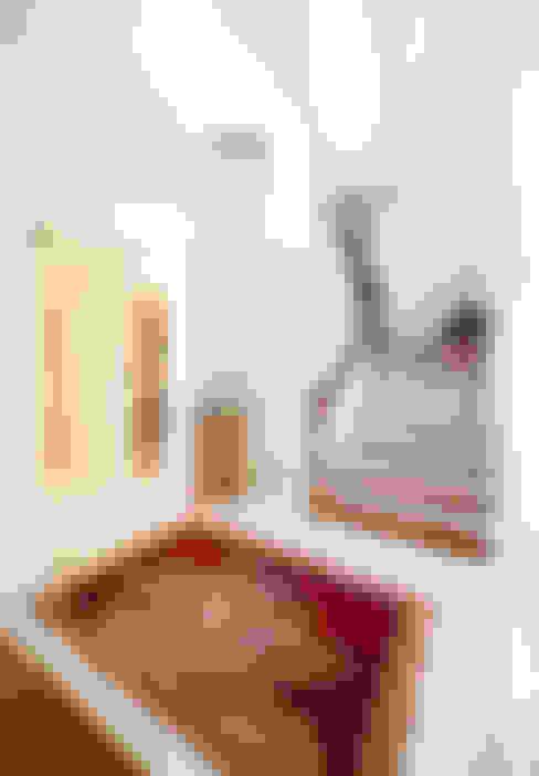 Couloir et hall d'entrée de style  par Öykü İç Mimarlık