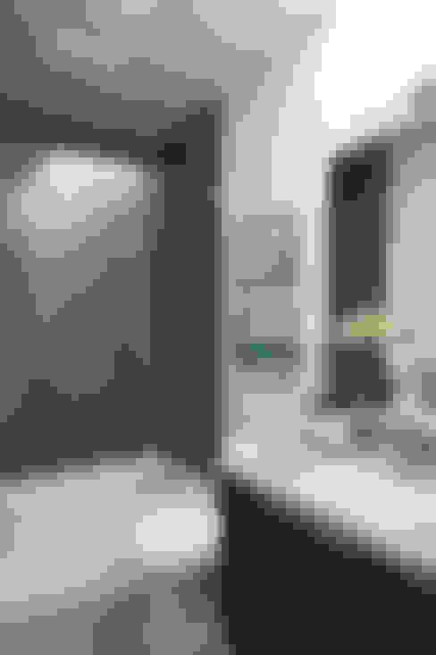 浴室 by Klopf Architecture