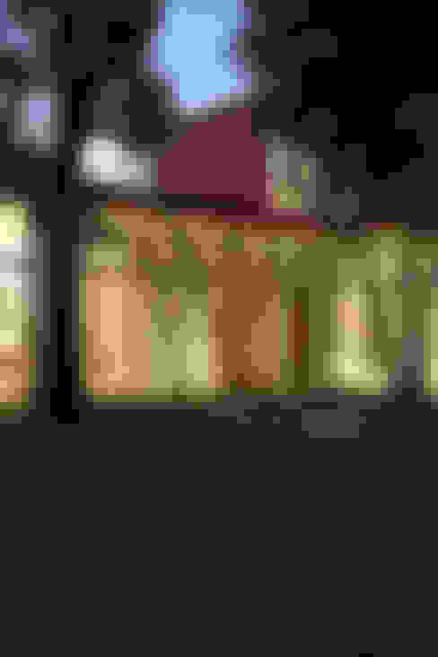 Case in stile  di 哈塔阿沃建築設計事務所 hataarvo architects