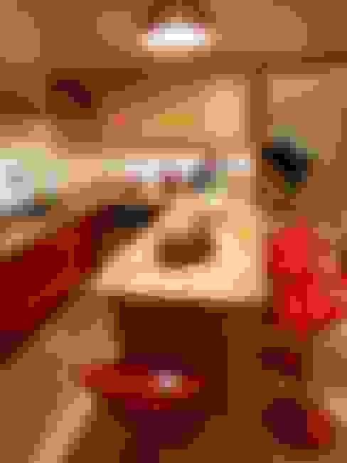 Cocinas de estilo  por T.A. arredo_arredamento su misura