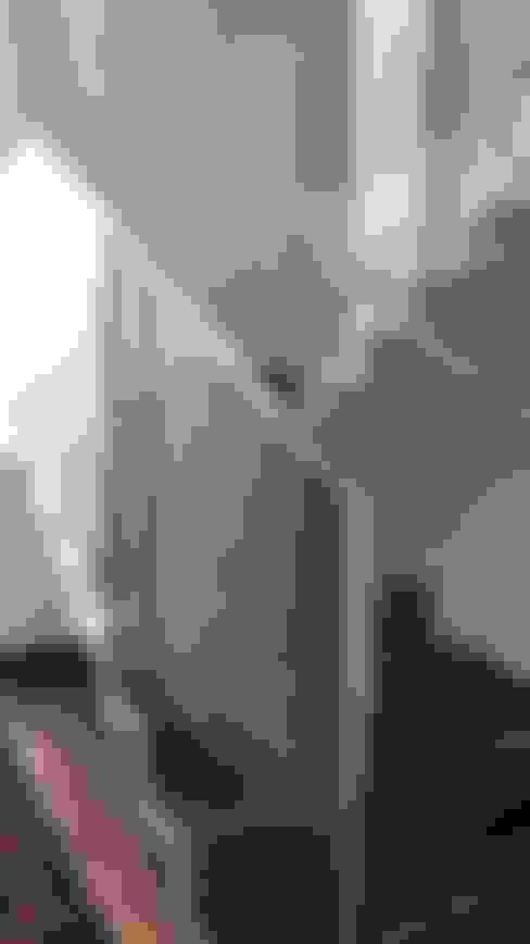 Pasillos y hall de entrada de estilo  por Monica Guerra Arquitetura e Interiores