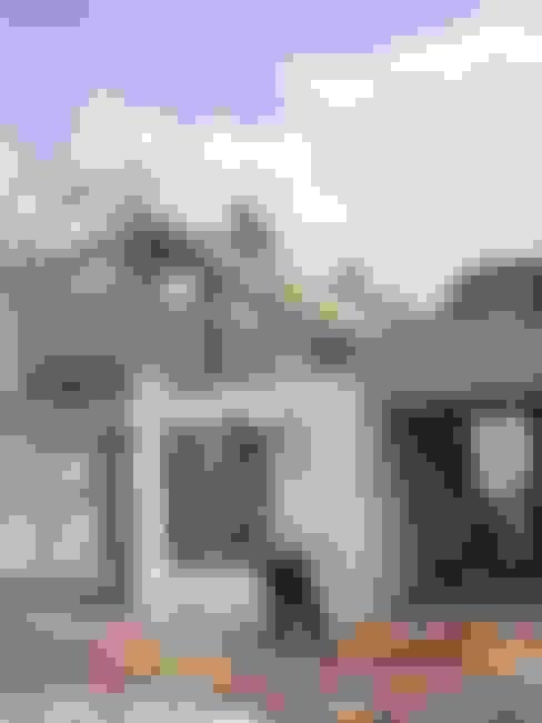 Houses by URBVEL Constructora e Inmobiliaria
