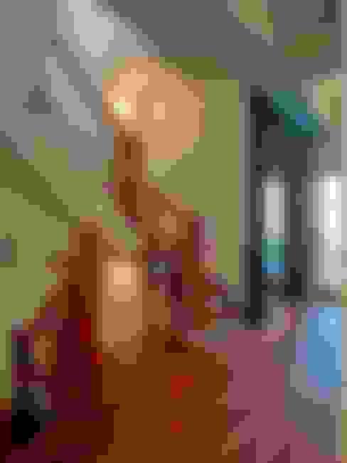 樓梯:  走廊 & 玄關 by 世家新室內裝修公司