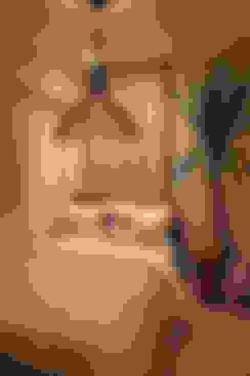 Model Room A 都会の生活を忘れさせる空間: 85inc.が手掛けた寝室です。