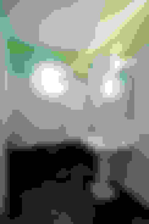 Bathroom by Nicolas Loi + Arquitectos Asociados