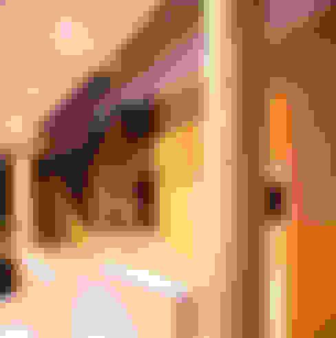 Te invitamos a Subir: Vestíbulos, pasillos y escaleras de estilo  por Chetecortés