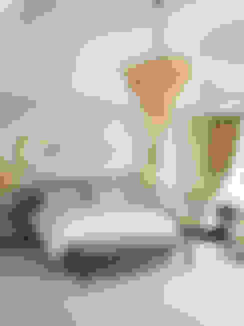 Bedroom:  Bedroom by Douglas Design Studio