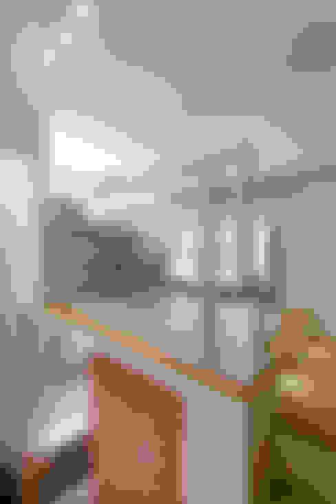 Estudios y oficinas de estilo  por 吉畝室內裝修有限公司