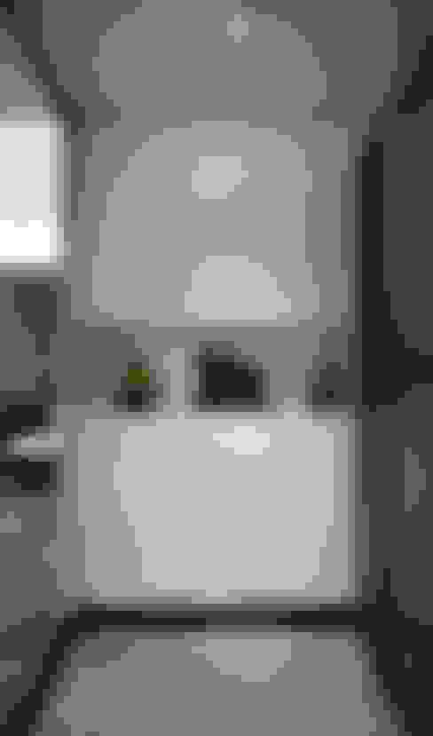 Couloir et hall d'entrée de style  par 弘悅國際室內裝修有限公司