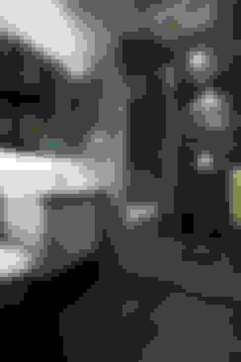 Bathroom by 弘悅國際室內裝修有限公司