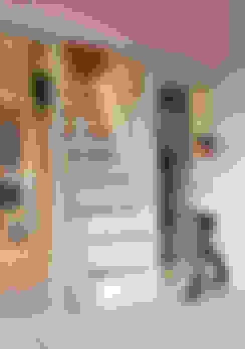 Walk in closet de estilo  por 一葉藍朵設計家飾所 A Lentil Design