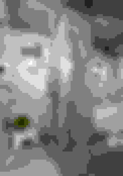 通風及採光卻保有隱私的廁所:  浴室 by 磨設計