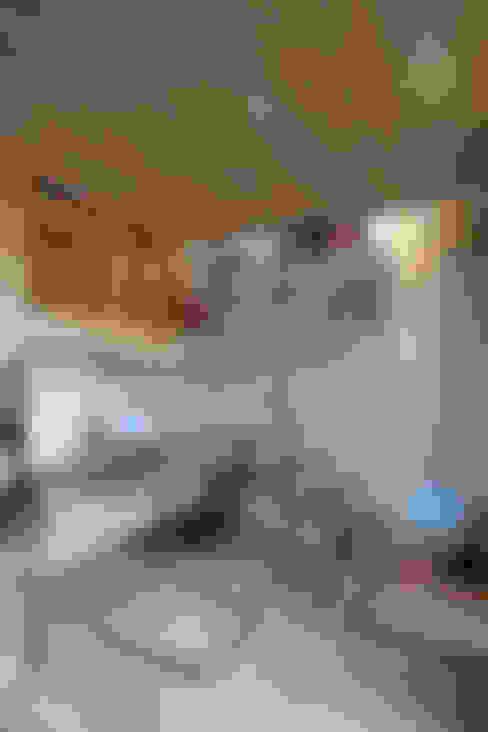 東區住宅:  書房/辦公室 by 齊禾設計有限公司