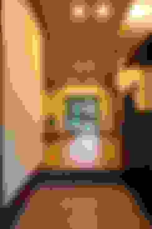 Corridor, hallway by やまぐち建築設計室
