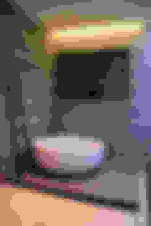 Salle de bains de style  par Kottagaris interior design consultant