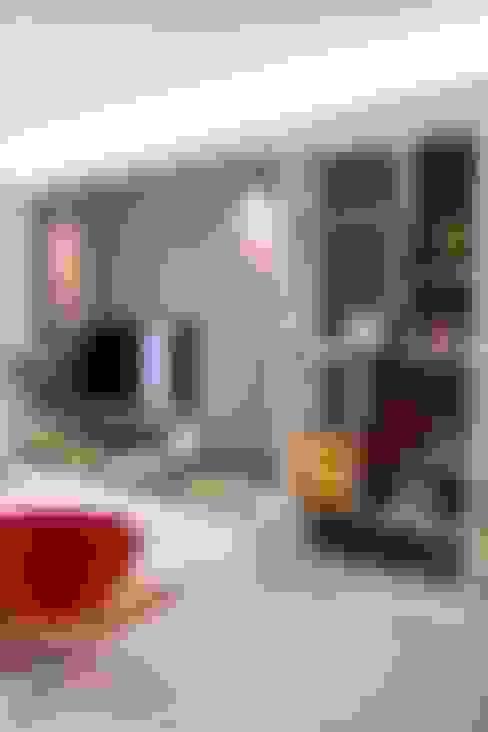 Living room by Kottagaris interior design consultant