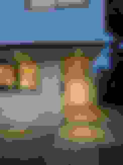 CASA BELLO HORIZONTE: Garages de estilo  por [ER+] Arquitectura y Construcción