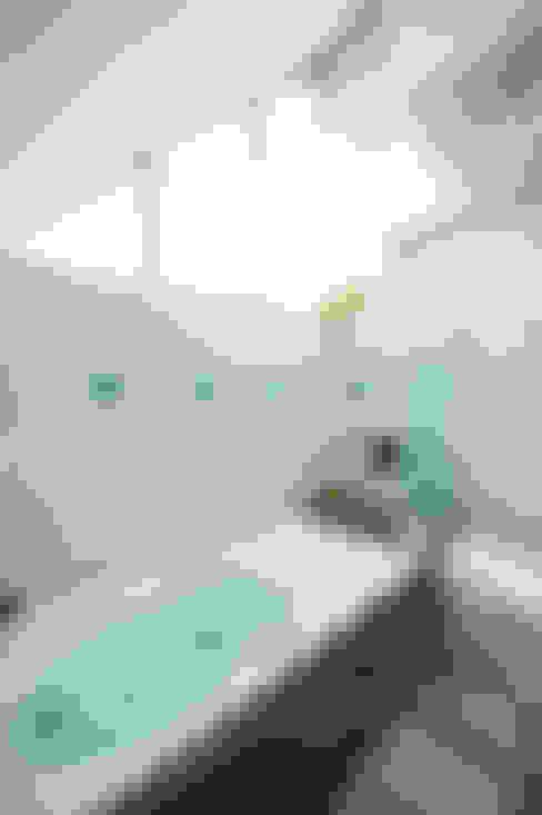 Baños de estilo  por 前田敦計画工房