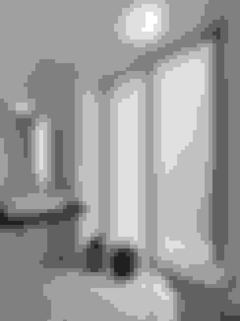 Bathroom by 三石設計工程行