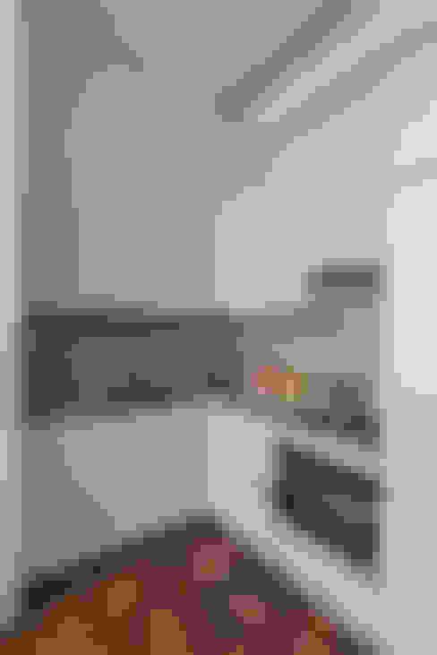 廚房 by Prestige Architects By Marco Braghiroli