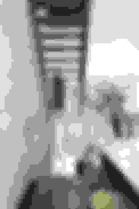 Коридор и прихожая в . Автор – BNLA architecten