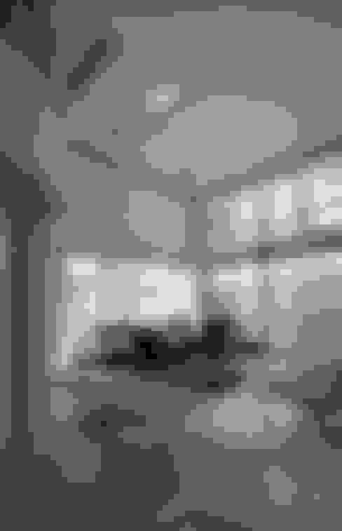 台南12號住宅:  客廳 by 築青室內裝修有限公司