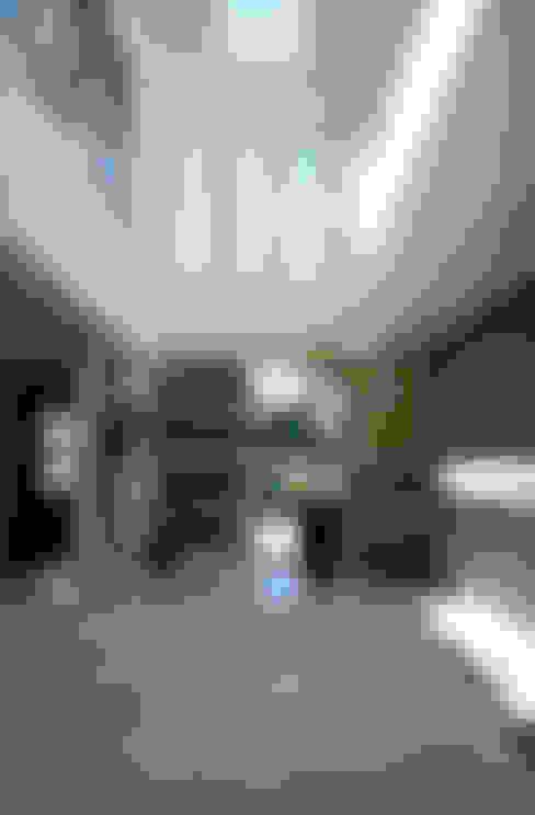 台南12號住宅:  走廊 & 玄關 by 築青室內裝修有限公司