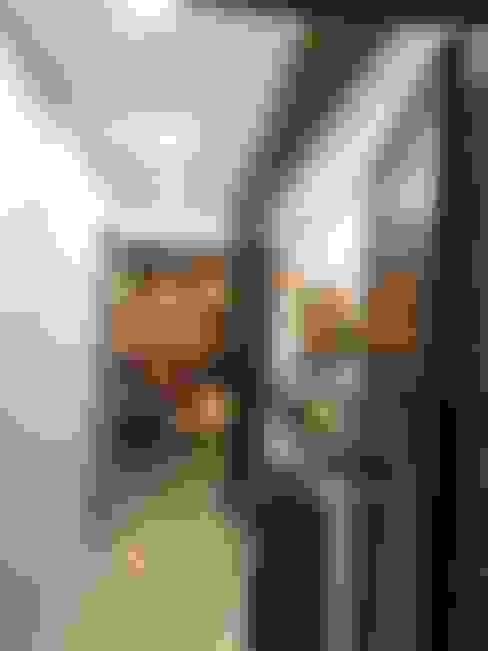 Hallway area:  Corridor & hallway by Vinayak Interior   Interior Designing and Decorator Companies