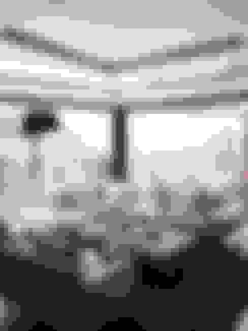 Izinga Park, Umhlanga :  Living room by Urban Create Design Interiors