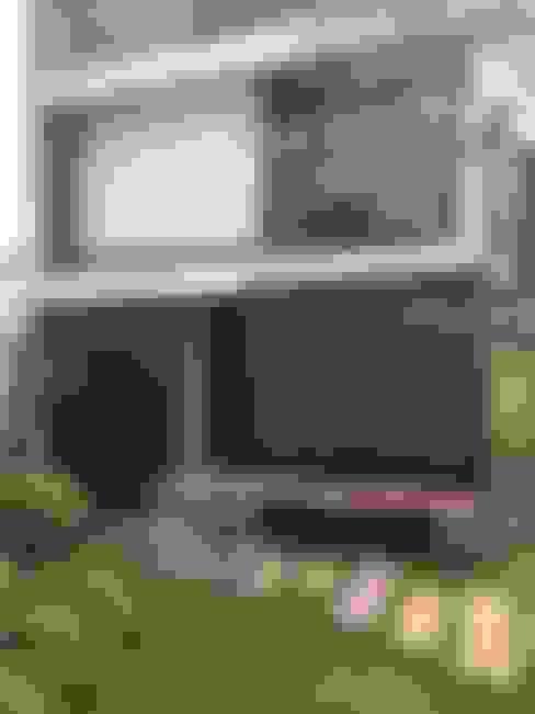 Casas de estilo  por 石方室內裝修有限公司