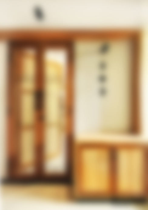 Residence at Vile Parle (E) - 02:  Corridor & hallway by Dhruva Samal & Associates