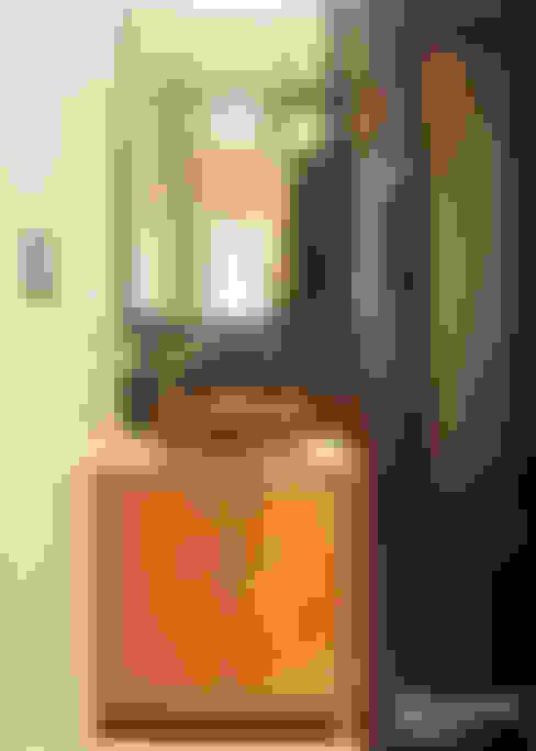 Residence at Vile Parle (E) - 02:  Bathroom by Dhruva Samal & Associates