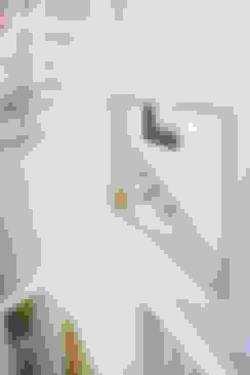 Corridor & hallway by (주)유타건축사사무소